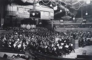 Symphonie der Tausend von Gustav Mahler in einer Auffuehrung unter der Leitung von Willem Mengelberg im Zirkus Schumann am 17. Mai 1912 Archiv Berliner Philharmoniker