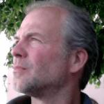 Stephan Reimertz, Deutschlands poeta doctus, ist bekannt für Gedichte von unnachahmlicher Anmut. In seinen Short Stories ist er jenem Phänomen auf der Spur, das wir Liebe nennen. In seinem vielgelesenen Roman Eine Liebe im Porträt setzte er der Malerin und Wagnersängerin Minna Tube ein Denkmal, die daraufhin wiederentdeckt wurde. Sein Klassiker Papiergewicht beschreibt die Erosion einer Oberschichtsfamilie der siebziger Jahre. Viel diskutiert werden seine kunstgeschichtlichen und philosophischen Essays.