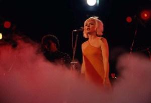 """Feuilletonscout gratuliert ... """"Blondie"""" Debbie Harry, die in diesen Tagen 70 Jahre alt wird"""