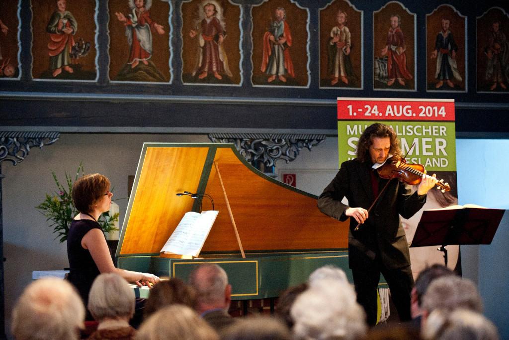Anton Steck und Marieke Spaans in der Bagband-Kirche am 23.08.2014 / Fotonachweis: Karten Gleich