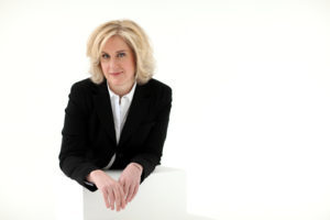 Sie dirigiert Orchester rund um die Welt: Die Neuseeländerin Rachel Young ist eine der wenigen Dirigentinnen