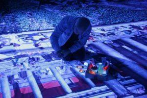 Yadegar-Asisi-beim-Auftragen-von-UV-Farbe-auf-das-Panorama-PERGAMON-Foto-G.-Westrich-©asisi