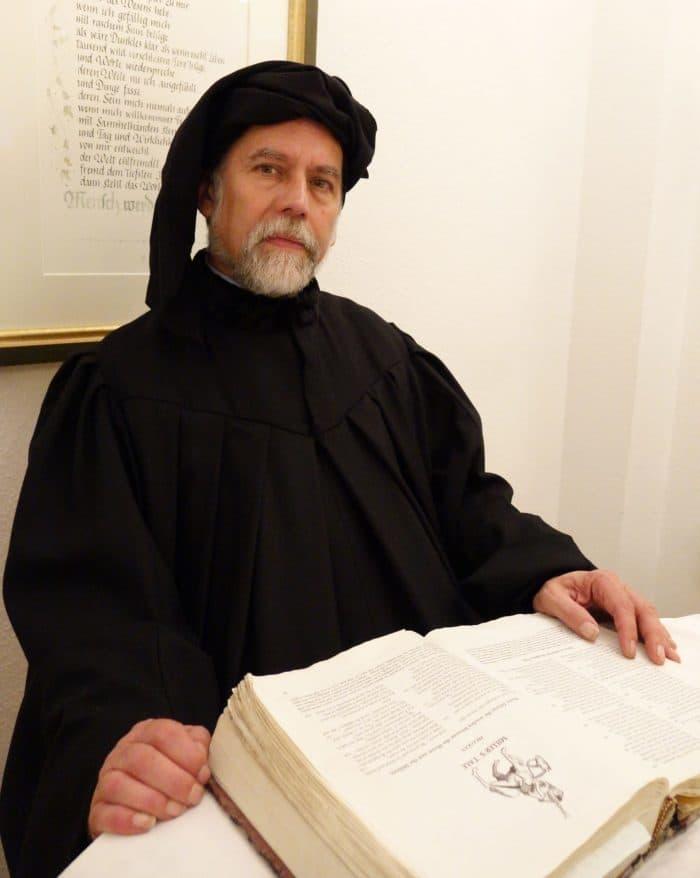 """Sittengemälde aus dem Mittelalter: Geoffrey Chaucers """"Canterbury-Tales"""" liegen in bahnbrechender Neuübersetzung vor!"""