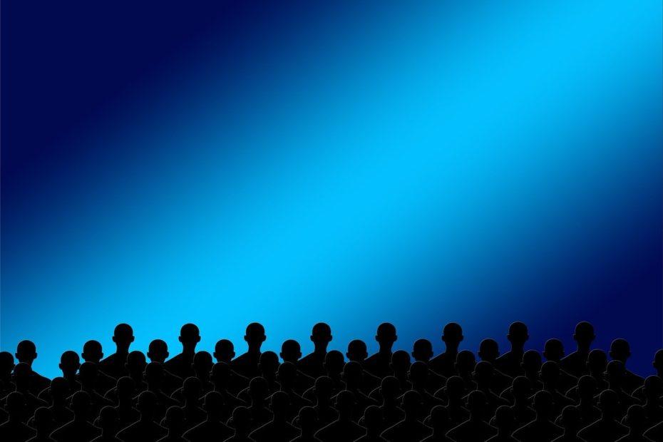 theater-köpfe-von-menschen