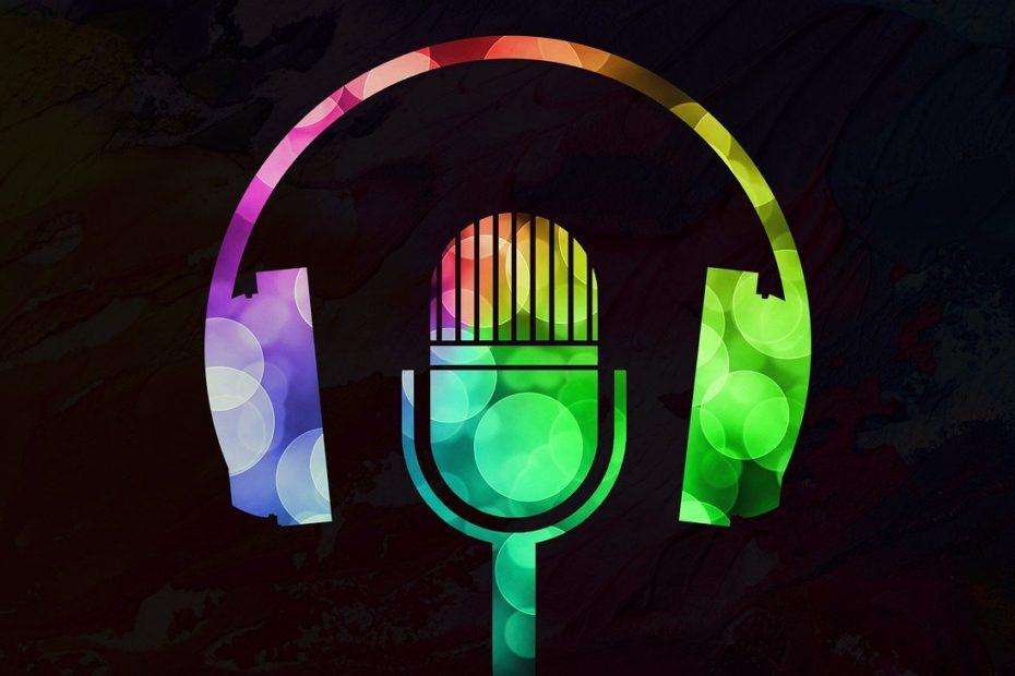 podcast feuilletonscout bunter kopfhörer vor schwarzem grund